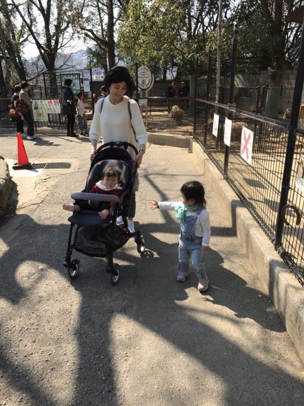 栗林 直美さんと子どもたち