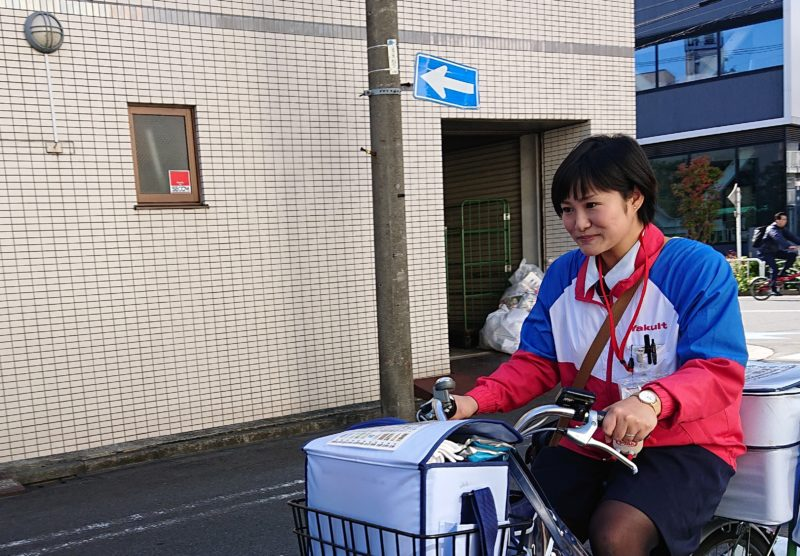 坂本由美子さん ヤクルトレディ お届け写真