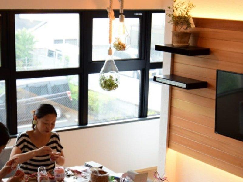 青山 朝香さん編み物教室風景