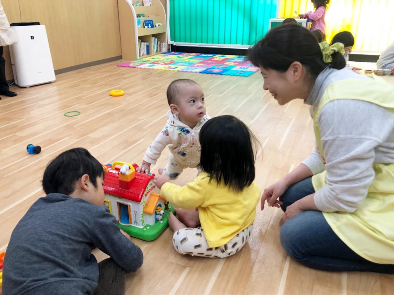 ヤクルト保育園 保育者さんと子どもたち