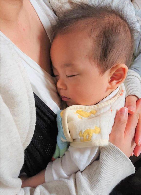 コニー抱っこ紐 赤ちゃん