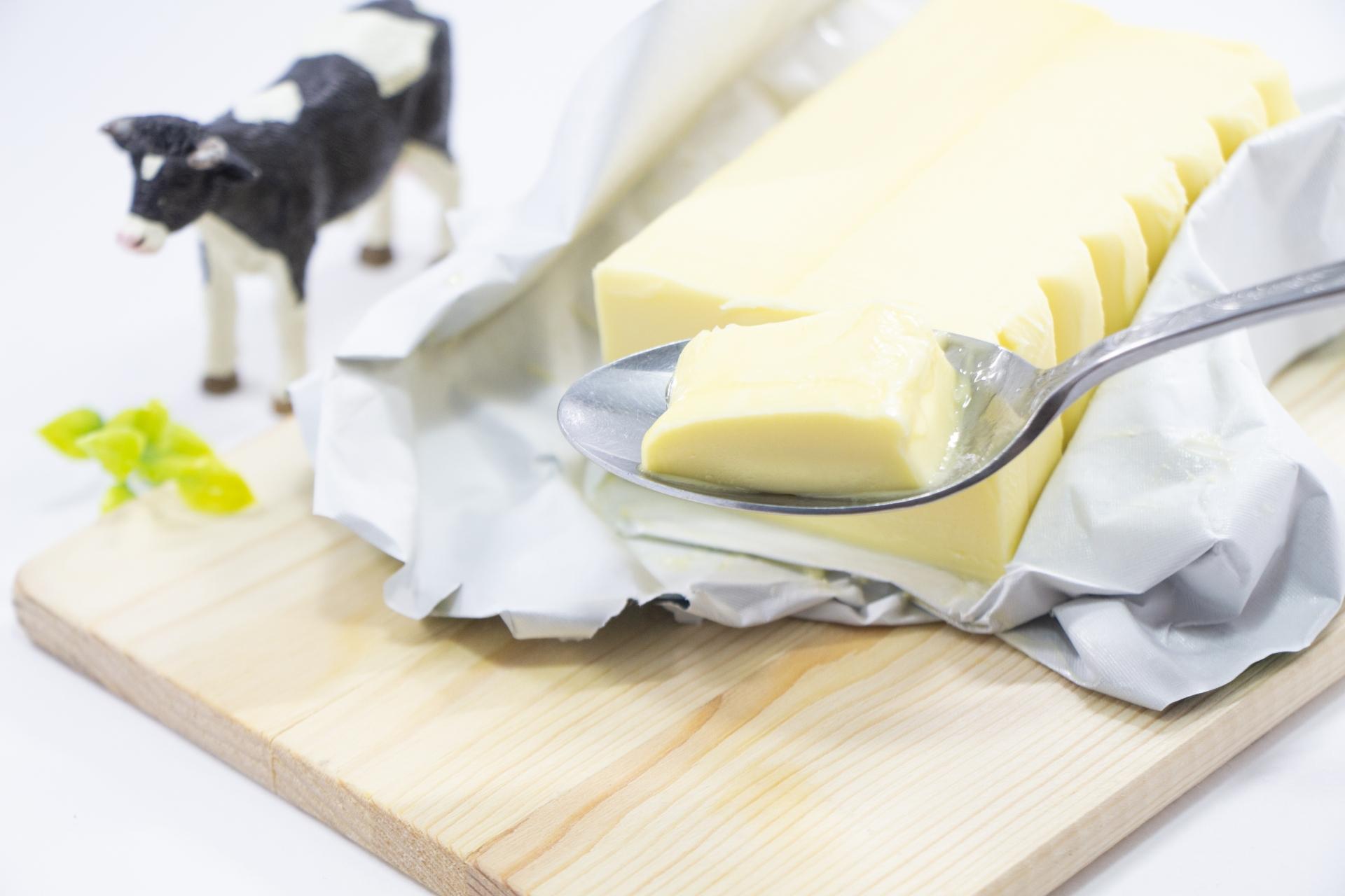 バターの塊と牛の人形