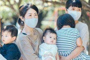 マスク姿の女性たち