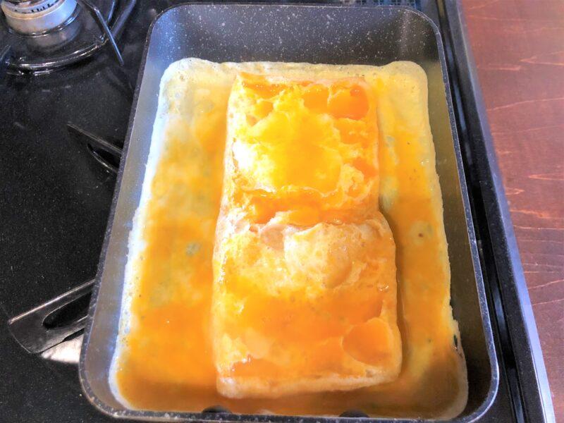 玉子焼き用フライパン油揚げと溶き卵